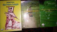 "[Tiga buku sastra Papua masing-masing Antologi Cerpen ""Aku Peluru Ketujuh"" karya Teopilus B. Tebat, ""Kansina Fananin,"" sebuah kumpulan puisi karya Jingga Kamboja, dan ""Tetesan Embun Inspirasi dari Papua"" karya Aleks Giyai]. Yamoye AB"