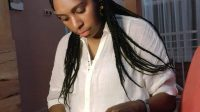 Salah Seorang Perempuan Papua saat sedang membaca Buku - Doc.Selfy Yeimo