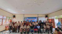 Pelajar SMA Negeri 2 Jayapura, pose bersama Komunitas Sastra Papua (Ko-Sapa) bersama Komunitas Stand Up Comedy Jayapura. dok KoSapa for Jubi