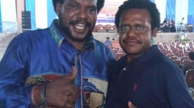 Koordinator Komunitas Sastra Papua Hengky Yeimo,bersama Ketua Karateker KNPI Merauke Benyamin Gurik